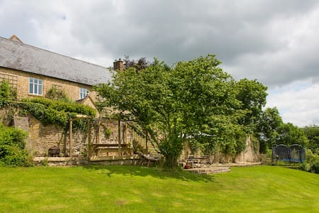 Delightful and homely Dorset family Farmhouse. - Beaminster - Rumah
