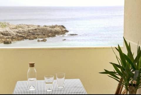 이슬라의 해변에 위치한 아름다운 아파트.