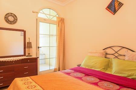 Private Room in Villa 12min frm DXB - ドバイ - 別荘