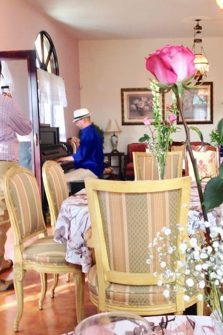 Tea Room Lunch & Piano