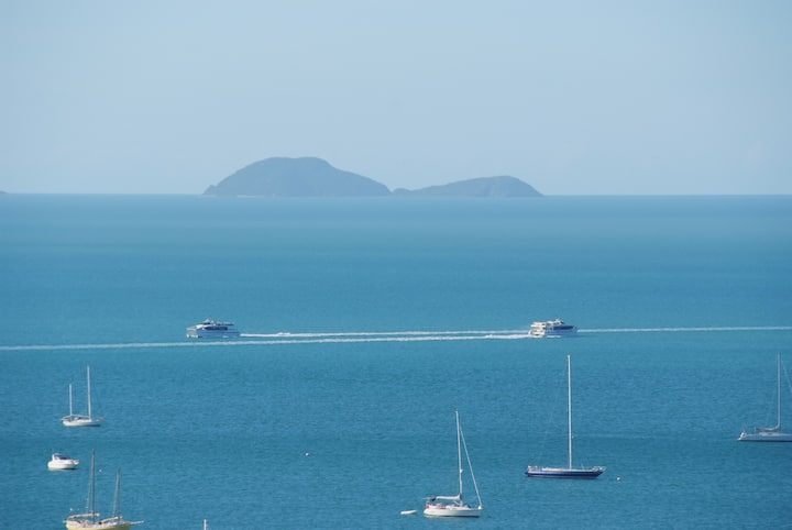 Airlie Beach spacious oceanview 3 bedrm apartment