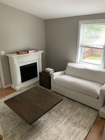 Entire Apt - Quiet 1 bed  - parking