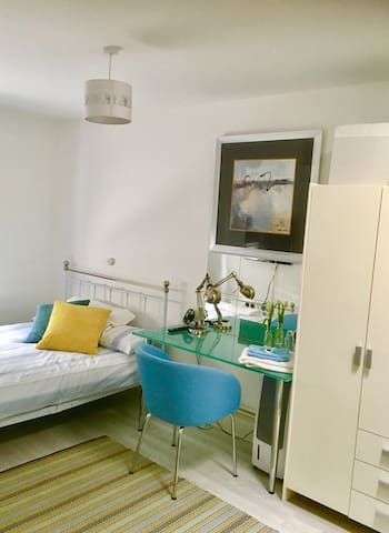 Spacious double Room near Warren Street