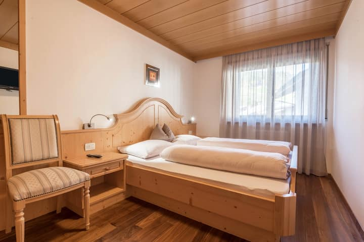 """Charming Apartment """"Ferienwohnung 3"""" near Seiser Alm with Mountain View, Wi-Fi, Balcony, Terrace, Jacuzzi, Garden & Sauna; Parking Available, Pets Allowed"""