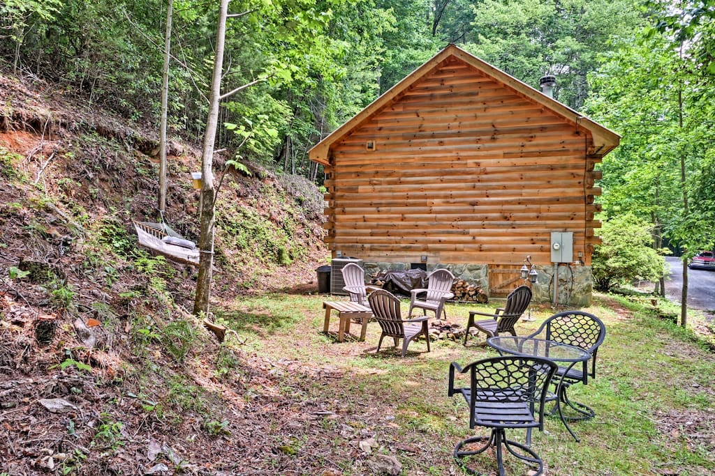 This Tiny Cabin In The Redwoods Is The Perfect Getaway For: 'Little Rock Creek Cabin' Quaint 1BR Log Cabin!