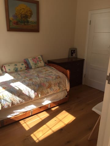 Private room with en-suite bathroom and wifi - Ashtead - House