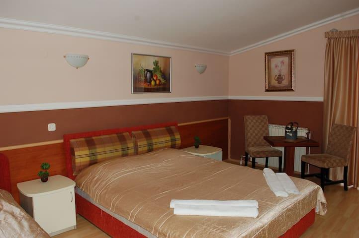 Hotel Uni Palas 1,2