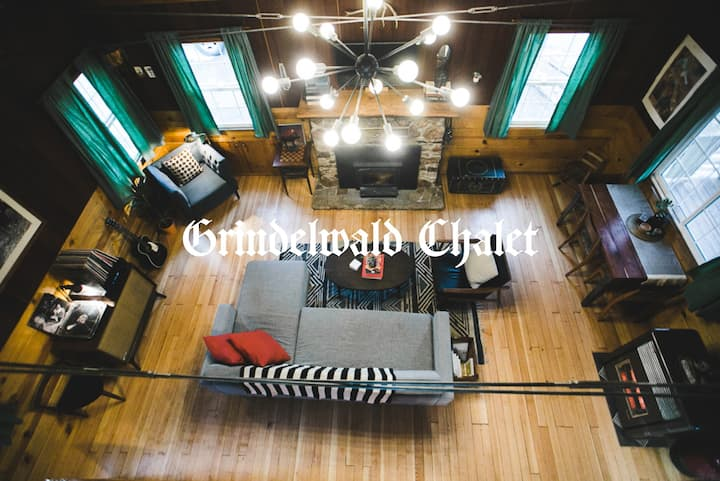 Grindelwald Chalet - Mid Century Cabin w/ Hot Tub