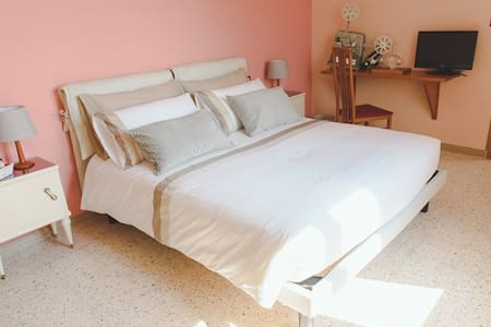 Camera Vittorio  La Casa&La Quercia - Bed & Breakfast