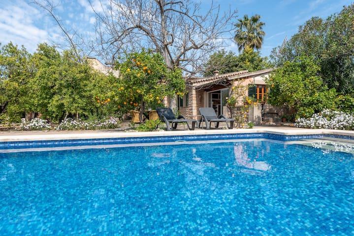Maison rustique avec jardin romantique et piscine - Villa Ca'n Vaqueta
