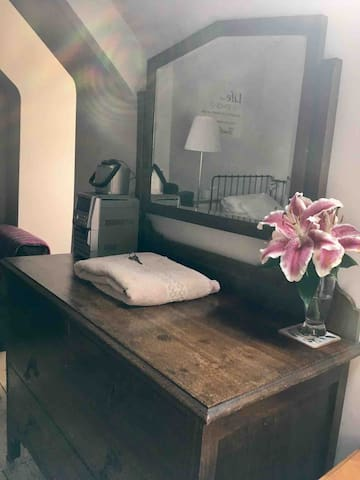 Twin beds, 6mins Train station,all Upstairs 3rd fl