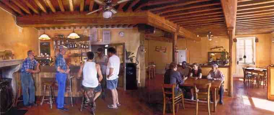 L'ancien bar-resto La Beursonnière (café) 7-14p
