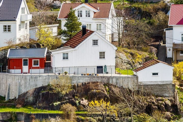 Cozy little and typical southern house :-) - Arendal - Talo