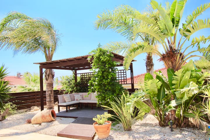 Stunning 2 bdrm Villa Georgina & pool Agia Thekla