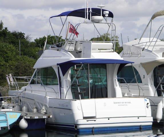 Benateau Antares 10M Sports Cruiser - Lymington - Barca