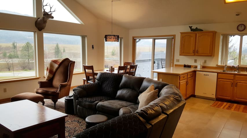 Bright, spacious great room, perfect for family & friend gatherings. Pretty views!
