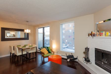 Lovely room in Mission area - Calgary - Apartmen