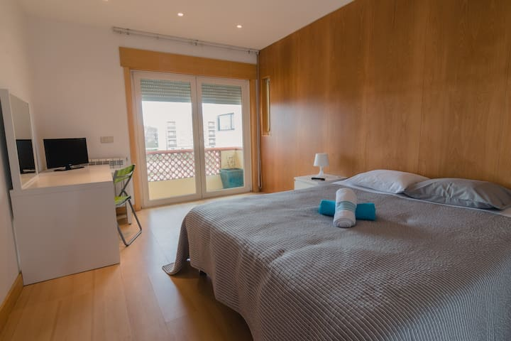 SUITE - Quarto duplo + beliche + wc privado - Aveiro - House