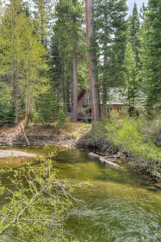 Tahoe Pines Cottage - 5 min walk from lake, 2 min drive to Homewood