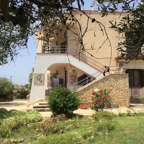 Villa with unforgettable view - Porto Palo - Hus