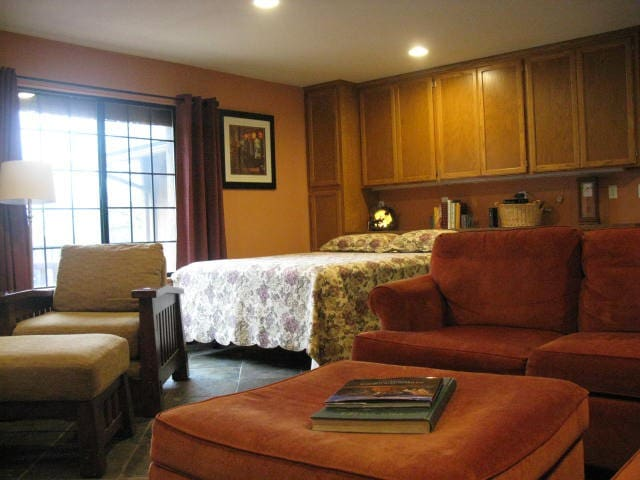 500 SF SUITE. SEPARATE/PRIVATE QTRS - 奧克赫斯特(Oakhurst) - 其它