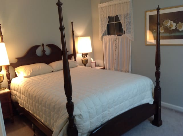 Annapolis area: Quiet room in beach community home