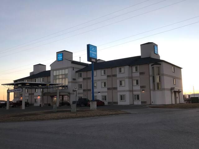 Wilshire Country Inn