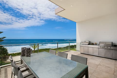 Oceanfront Penthouse, Stylish and Luxurious.