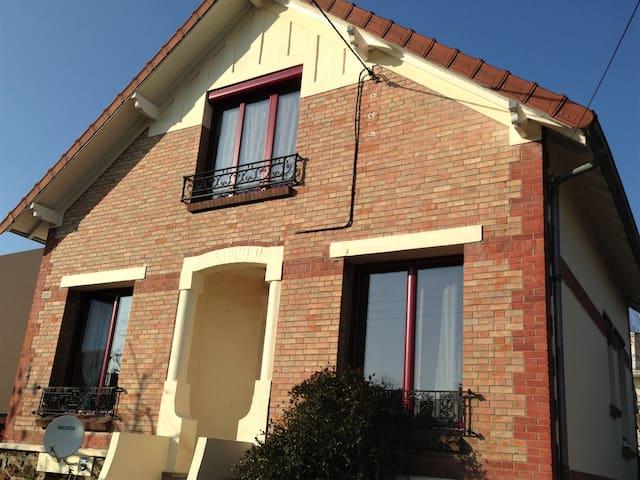 Belle maison ancienne confortable proche de Paris