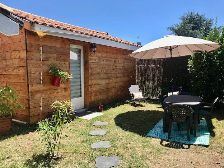 Jolie petite maison  équipée, avec jardin privatif