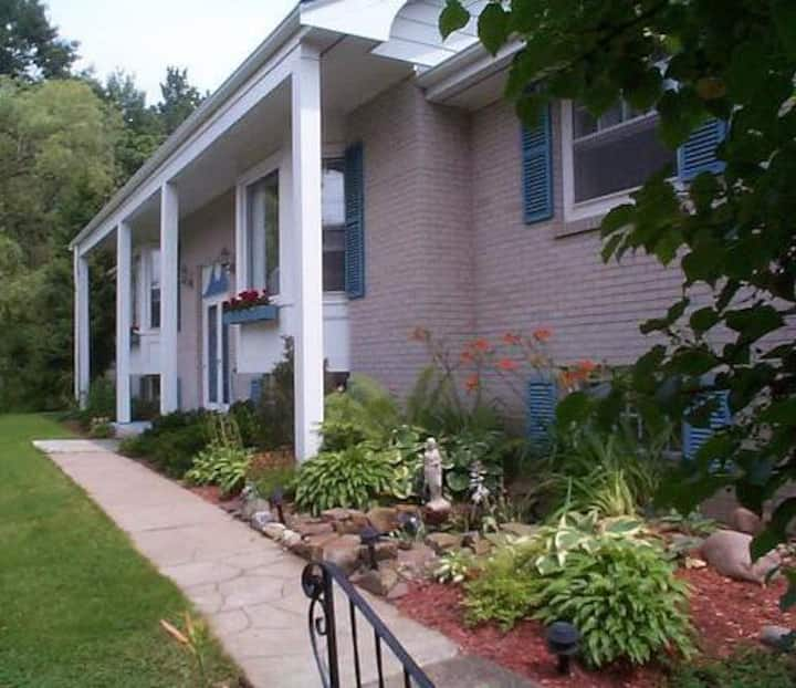 Blue Shutters Accommodations - 2 Bedroom Apartment