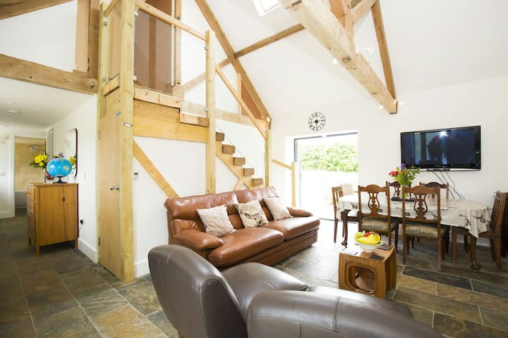 Country retreat in the heart of  Sussex -Twineham