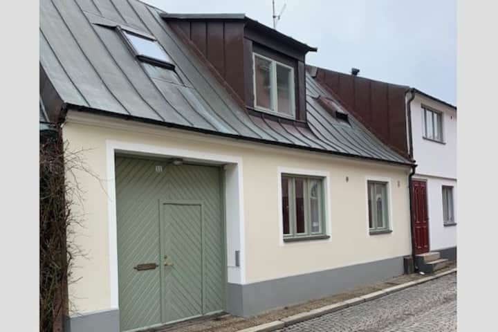Mysigt gatuhus i gamla delen av centrala Ystad