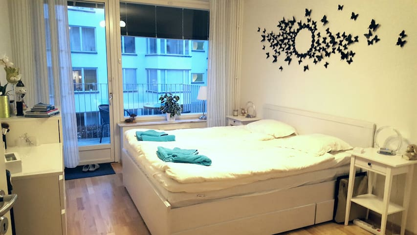 Spacious and bright room in apt close to city - Stockholm - Leilighet