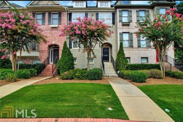 Luxury Home near Falcons, United, Hawks & Braves