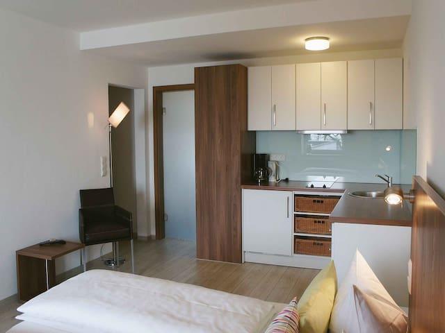 Schloss Helmsdorf OHG, (Immenstaad am Bodensee), Apartment No. 2, 35qm, 1 Wohn-/Schlafraum, max. 2 Personen