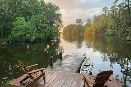Lakeside Cabin • Toledo Bend • 20 acres • 1,900SF