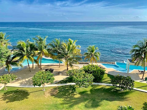 2/2 Oceanfront Condo /Gated with security/ 2 pools