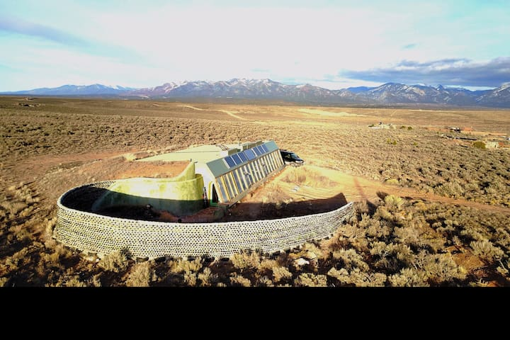 Spectacular Taos Earthship - El Prado - Earth House