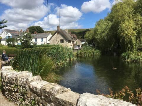 Idyllic Riverside Cottage in Dorset