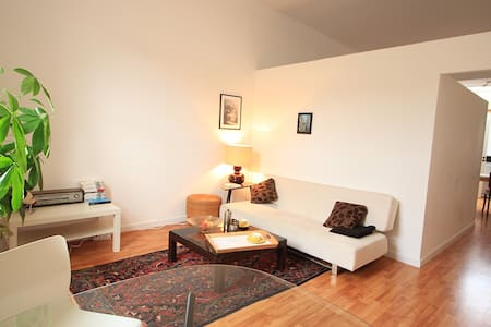 Bright and quiet apartment - Schaarbeek - Квартира