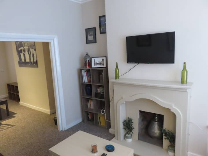 Lovely 2 bedroom house in convenient location