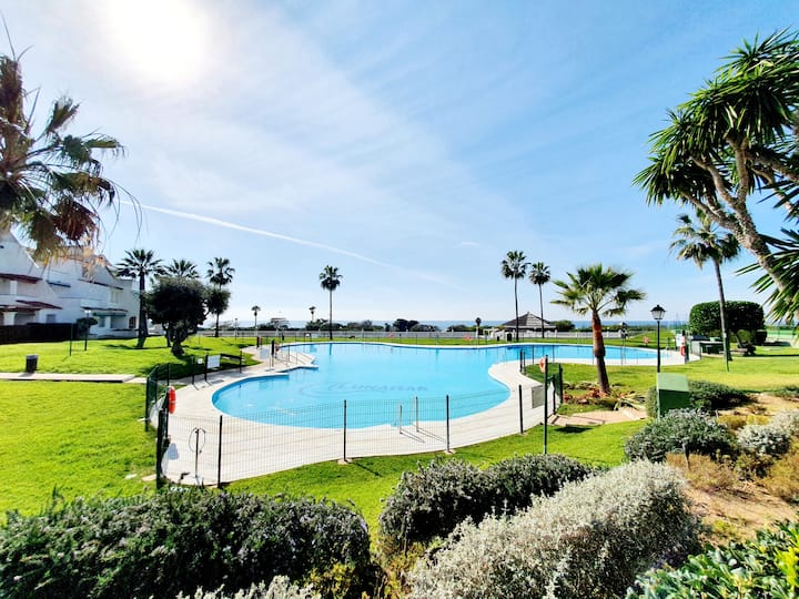 4 rooms with terrace, dreamy gardens and beach