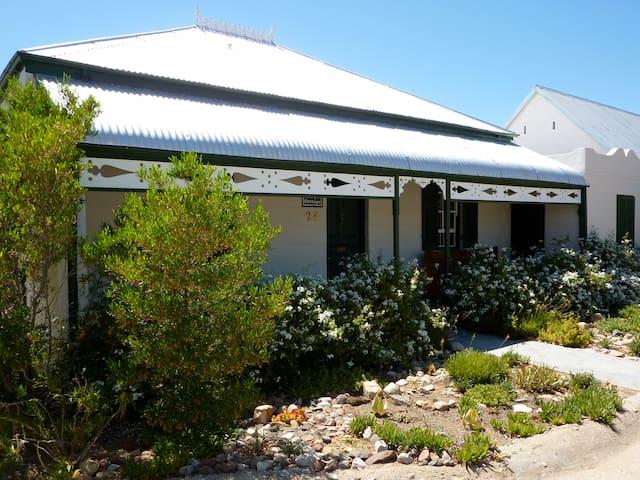 Vine Cottage - Victorian charm