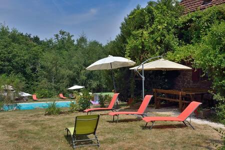 Gîte en Dordogne/Périgord Noir avec grande piscine