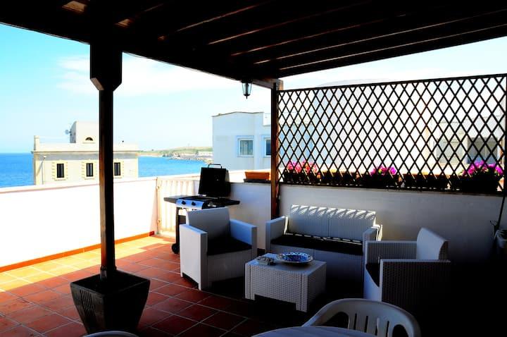 OTRANTO-SALENTO appartamento con terrazzo sul mare