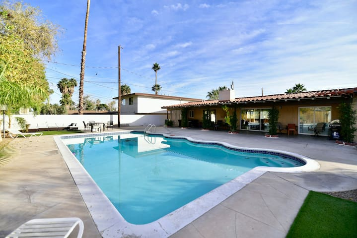 CLOSE TO THE STRIP,RV PARKING,LARGE POOL AND YARD