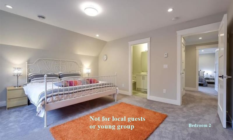 Large Rooms with Private Baths. No Cleaning Fees.