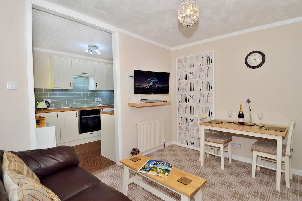 Living room and adjoining kitchen