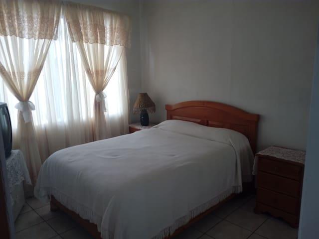 Pequeño apartamento equipado, cerca de ciudad - San José - Apartamento